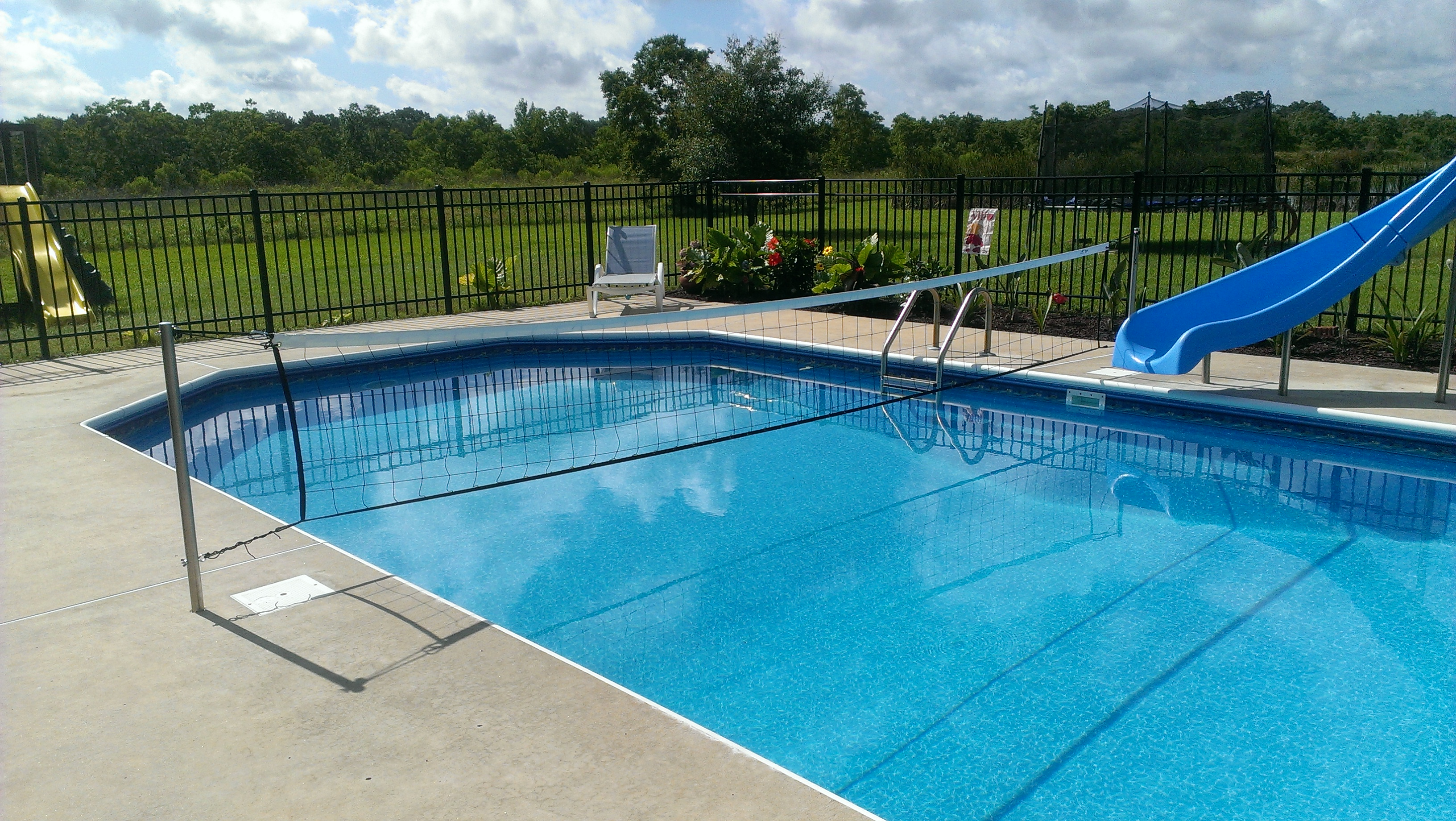 Commercial grade pool volleyball sets and volleyball nets for Pictures of a pool